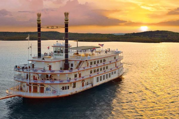 The Showboat Branson Belle in the evening